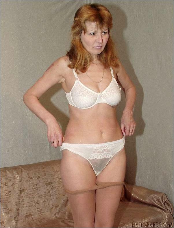 женщины пожилых лет в нижнем белье фото раздеваются